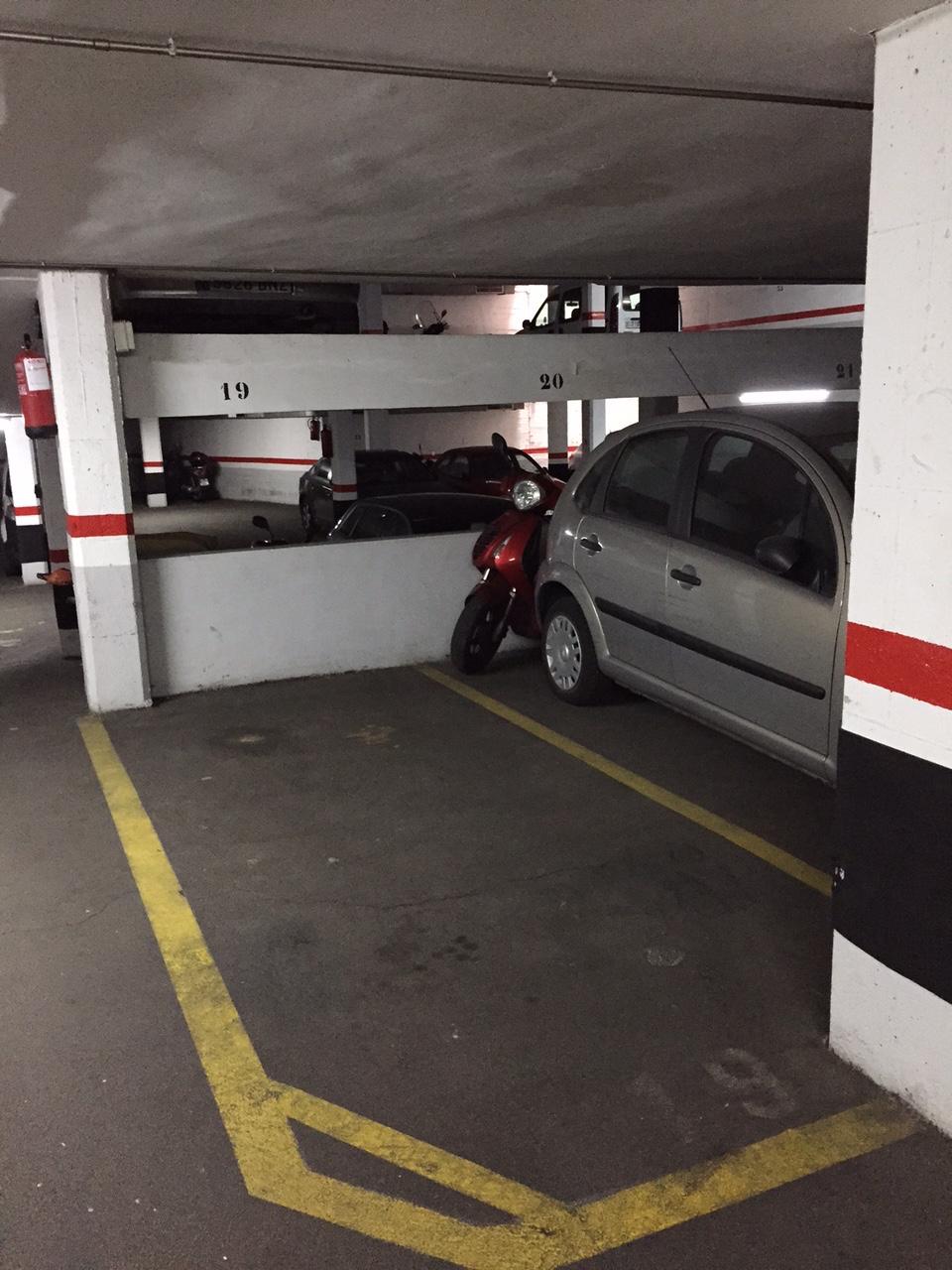 Plaza de parking para coche peque o o dos motos letmespace for Parking de coches